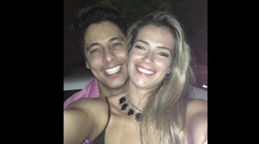 19.jul.2013 - A ex-BBB Fani Pacheco divulgou uma foto onde aparece abraçada ao novo namorado.