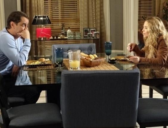 """Em """"Amor à Vida"""", Eron diz para Amarilys que já morou com uma mulher"""