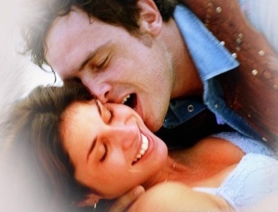 """Em """"Saramandaia"""", Marcina e Gibão tentam fazer amor, mas terminam tudo"""