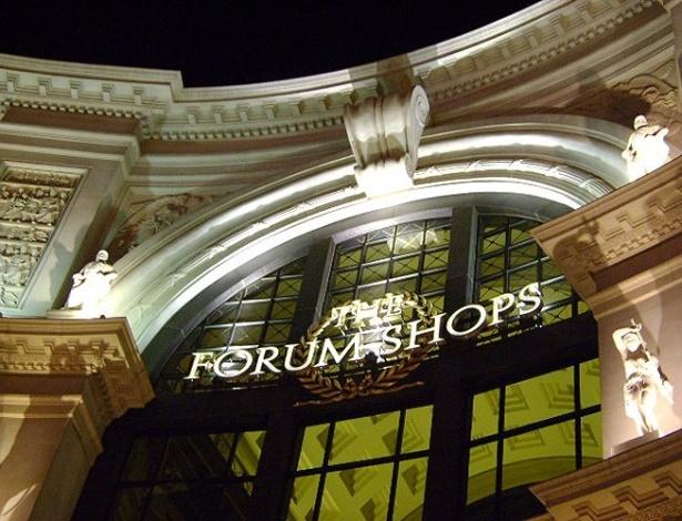 Fachada do The Forum Shops, luxuoso shopping adjacente ao Caesars Palace onde é possível encontrar lojas como Dior e Marc Jacobs