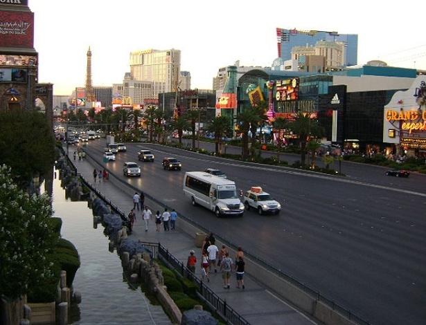 Fim de tarde no Las Vegas Boulevard South, a avenida mais famosa da cidade, apelidada de The Strip