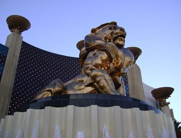 O famoso leão dos estúdios de cinema MGM enfeita a entrada do hotel da empresa em Las Vegas. Pesando mais de 45 mil quilos e com 14 metros de altura, a estátua é a maior de bronze em todo os Estados Unidos