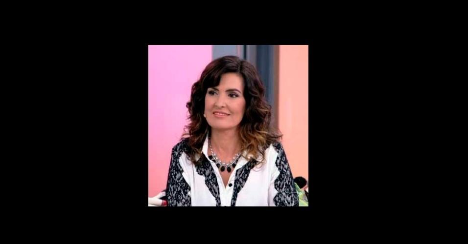 f59ffe531db6a Os maxicolares usados por Fátima Bernades em seu programa da Globo fazem  muito sucesso entre o