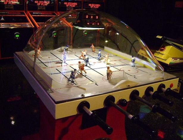 Pebolim de hóquei faz parte de salão de jogos instalado no andar superior do restaurante ESPN Zone