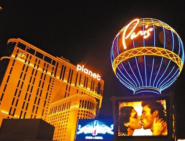 Propaganda dos hotéis Planet Hollywood e Paris, em Las Vegas