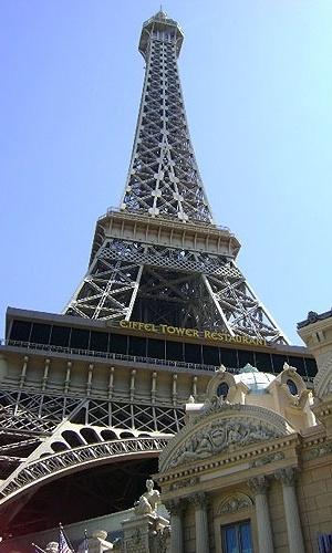 Réplica da Torre Eiffel, no Hotel Paris, conta com um restaurante e observatório, em Las Vegas