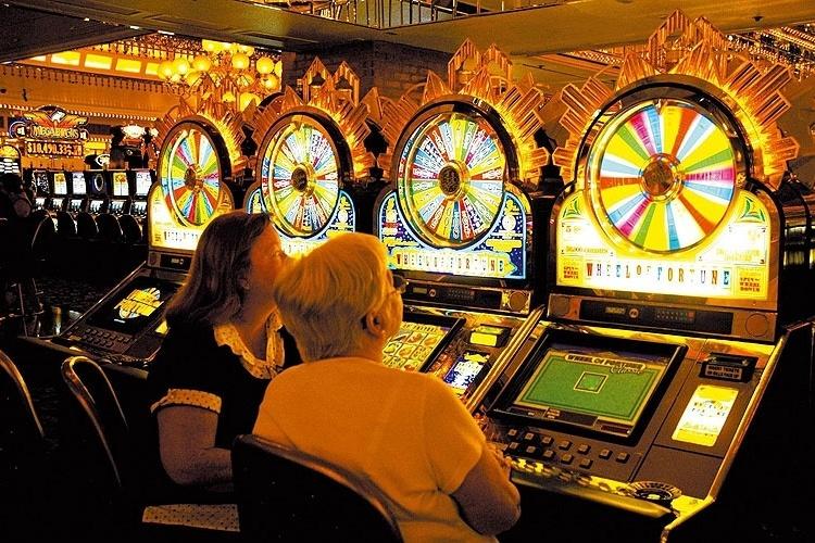 Sala de jogos do Hotel Golden Nuggett. Fundado em 1946, o hotel abriga a maior pepita de ouro do mundo, em Las Vegas, nos EUA