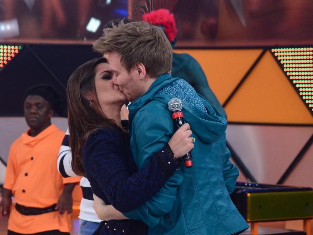 Thaís Fersoza e o namorado Michel Teló no programa