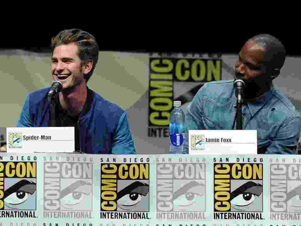 """19.jul.2013 - O ator Andrew Garfield com o ator Jamie Foxx no painel de """"O Espetacular Homem-Aranha 2"""" - Getty Images"""