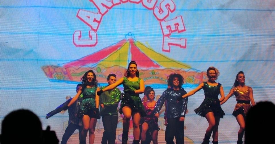 20.jul.2013 - A apresentação das crianças contou até com dançarinos