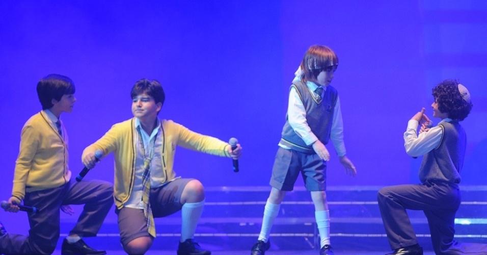 20.jul.2013 - As crianças cantaram e capricharam nas coreograficas