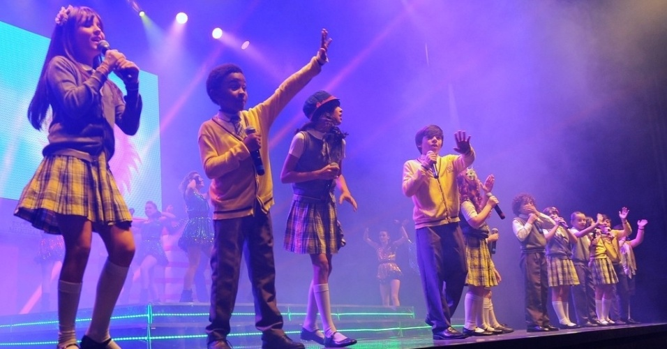20.jul.2013 - Maria Joaquina, Cirilo, e companhia se apresentam no Espaço das Américas, em São Paulo