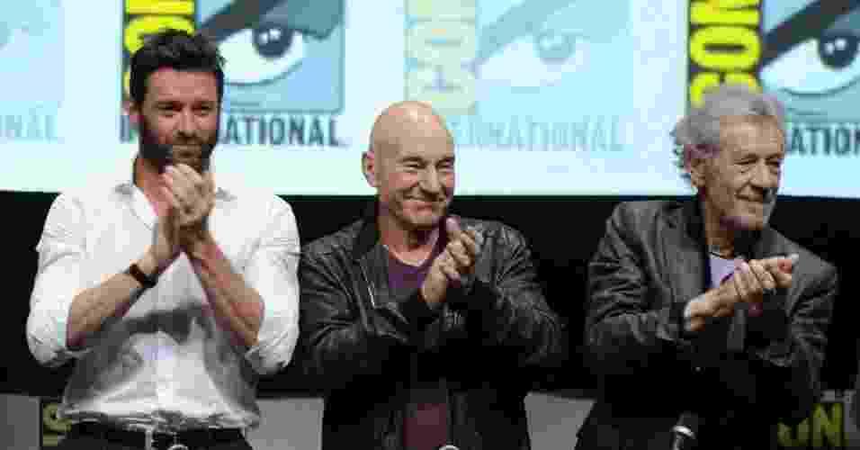 """20.jul.2013 - Os atores Hugh Jackman, Patrick Stewart e Ian McKellen reunidos no painel do filme """"X-Men: Days of Future Past"""" no quarto dia da Comic-Con - Kevin Winter/AFP"""