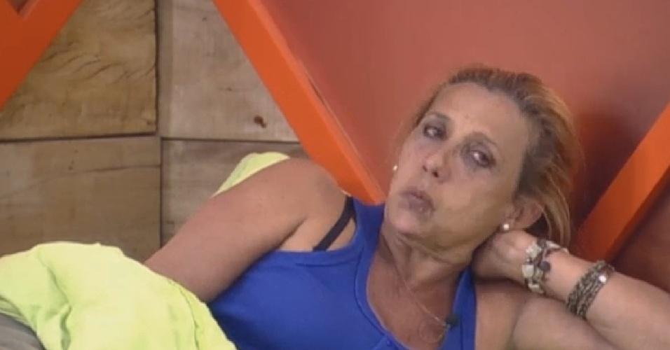 20.jul.2013 - Rita Cadillac não esconde mágoa de Bárbara Evans