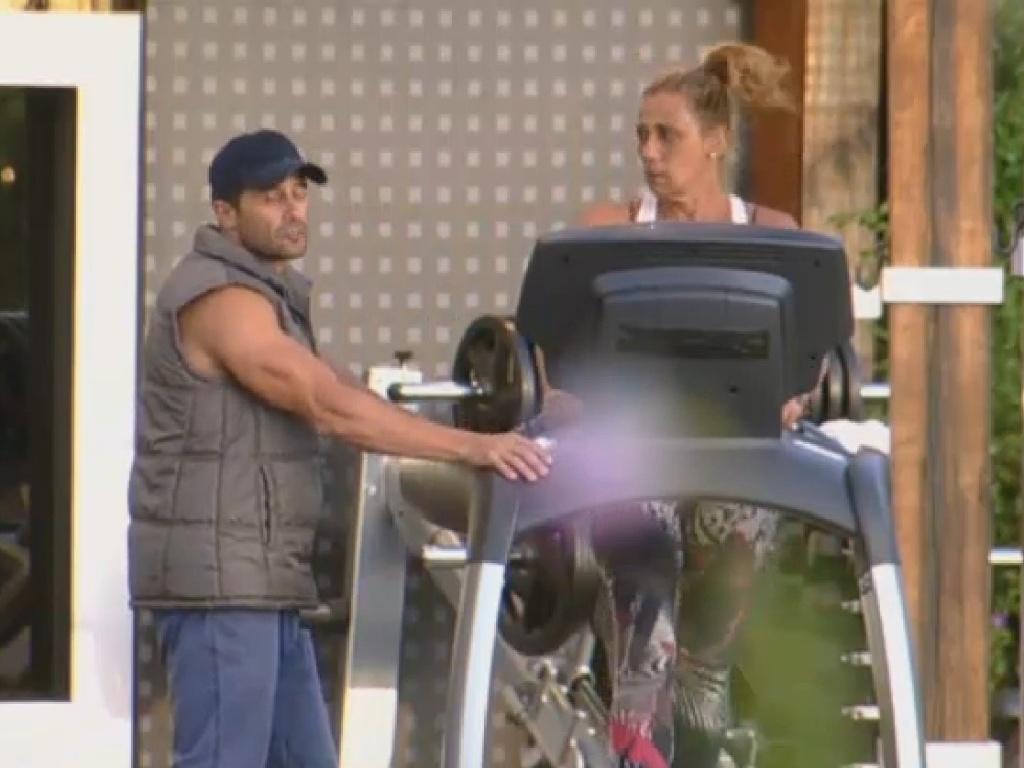 21.jul.2013 - Rita Cadillac diz que precisa voltar da roça