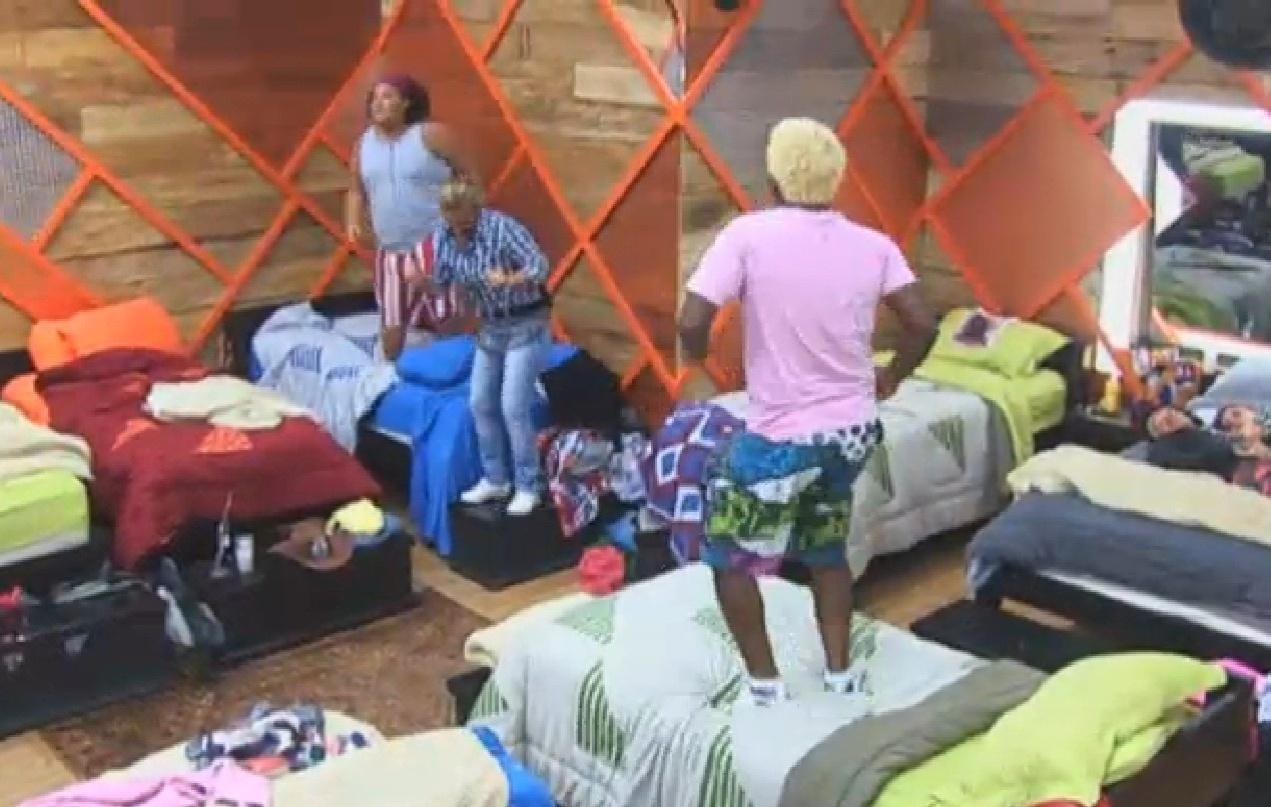 22.jul.2013 - Peões fazem a festa no quarto ao som de Jorge Ben