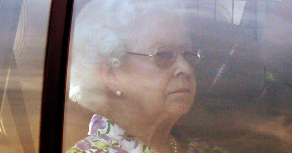 22.jul.2013 - Rainha Elizabeth 2ª chega ao Palácio de Buckingham