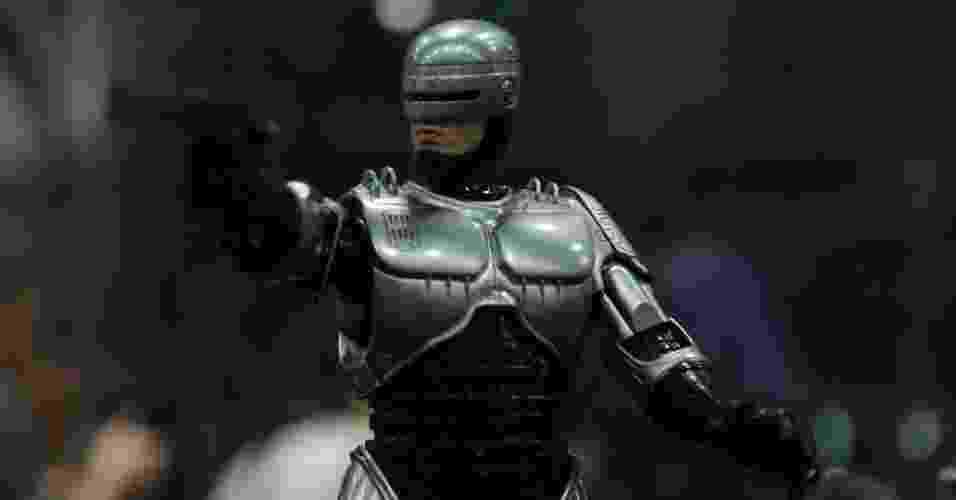 """Boneco fotorrealista inspirado na série original de filmes """"Robocop"""" - Omelete"""