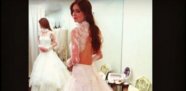 "Em ""Amor à Vida"", Nicole (Mariana Ruy Barbosa) experimenta vestido de noiva"