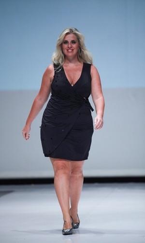 Modelo desfila look da Cachopa Brasil para o Verão 2014 durante o Fashion Weekend Plus Size, em São Paulo (21/07/2013)