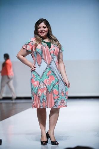 Modelo desfila look da Ênfase para o Verão 2014 durante o Fashion Weekend Plus Size, em São Paulo (21/07/2013)