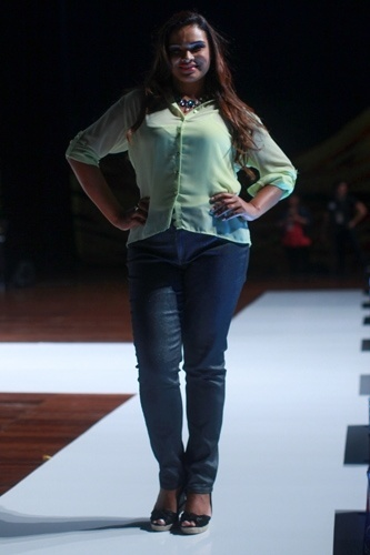 Modelo desfila look da Lunender para o Verão 2014 durante o Fashion Weekend Plus Size, em São Paulo (21/07/2013)