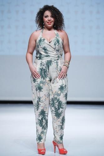 Modelo desfila look da Marri Gatô para o Verão 2014 durante o Fashion Weekend Plus Size, em São Paulo (21/07/2013)