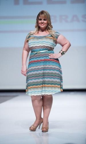 Modelo desfila look da Melinde para o Verão 2014 durante o Fashion Weekend Plus Size, em São Paulo (21/07/2013)