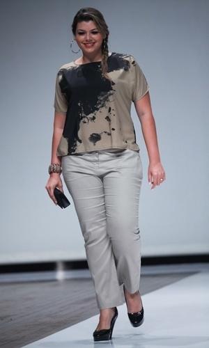 Modelo desfila look da Pernambucanas para o Verão 2014 durante o Fashion Weekend Plus Size, em São Paulo (21/07/2013)
