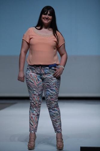 Modelo desfila look da Pianeta para o Verão 2014 durante o Fashion Weekend Plus Size, em São Paulo (21/07/2013)