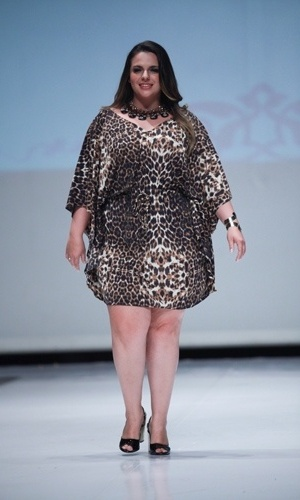 Modelo desfila look da Xica Vaidosa para o Verão 2014 durante o Fashion Weekend Plus Size, em São Paulo (21/07/2013)