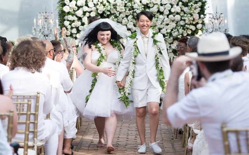 1º.jun.2013 - Casamento da cantora Beth Ditto, do grupo Gossip, com Kristin Ogata no Havaí, nos Estados Unidos