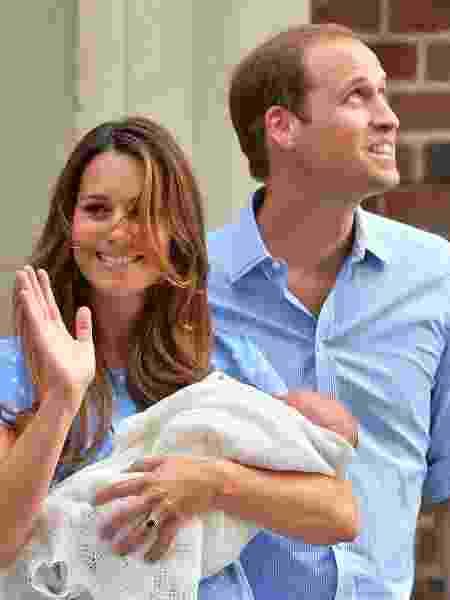 Kate aparece com George pela 1ª vez, em 2013 - AFP PHOTO / BEN STANSALL - AFP PHOTO / BEN STANSALL