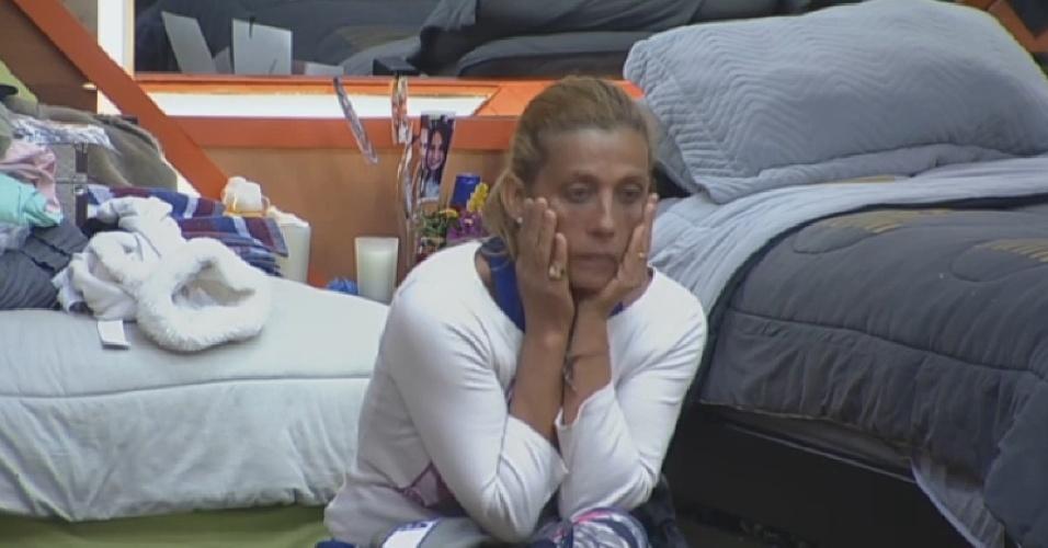 23.jul.2013 - Na roça, Rita mostra semblante preocupado na manhã desta terça