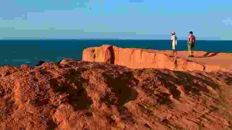 As recortadas falésias de terra vermelha formam o cenário característico de Morro Branco, no Ceará - Jarbas Oliveira/UOL - Jarbas Oliveira/UOL