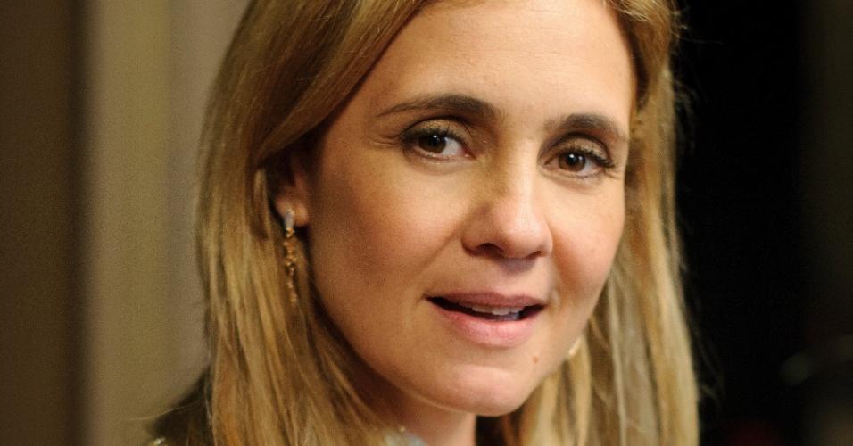 """EM """"Avenida Brasil"""", Adriana Esteves era a """"religiosa"""" Carminha"""