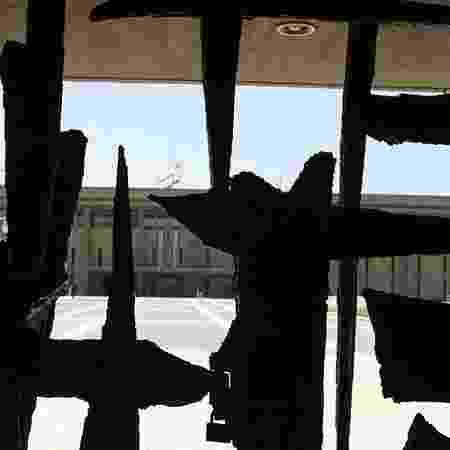 Knesset, o Parlamento de Israel, visto de trás do portão - Cindy Wilk/UOL