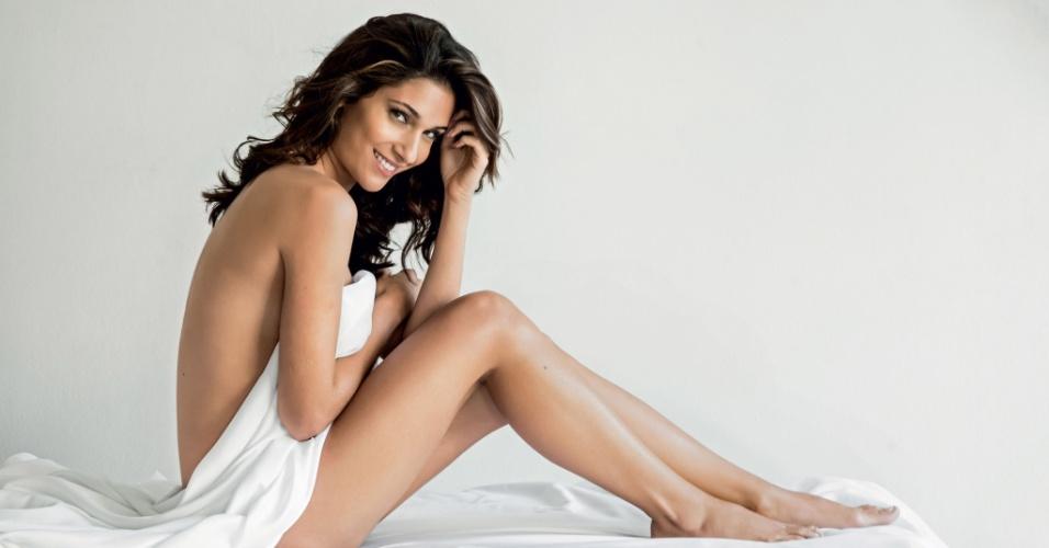 """24.jul.2013 - Atriz de """"Flor do Caribe"""" faz ensaio sensual para a revista """"Men´s Health"""""""