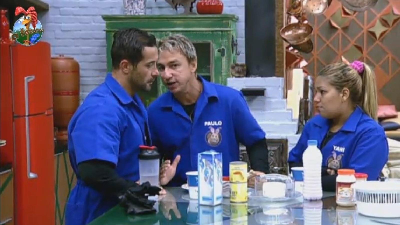 24.jul.2013 - Marcos Oliver, Paulo Nunes e Yani de Simone comentam estratégia de jogo