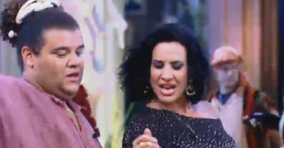 24.jul.2013 - Gominho e Scheila Carvalho dançam animadamente