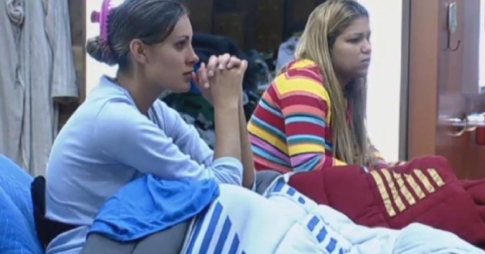 25.jul.2013 - Andressa e Yani se mostram revoltadas por causa da punição