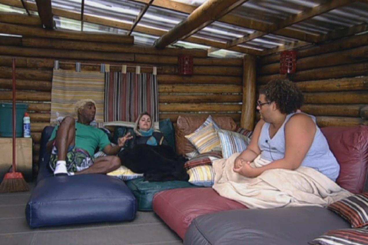 25.jul.2013 - Ivo, Bárbara e Gominho falam sobre a punição após a equipe Avestruz invadir a sede