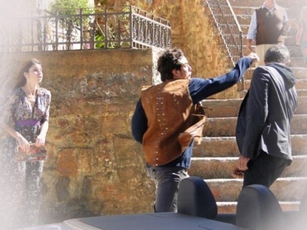"""Em """"Saramandaia"""", Gibão e Carlito brigam por causa de falso milagre"""