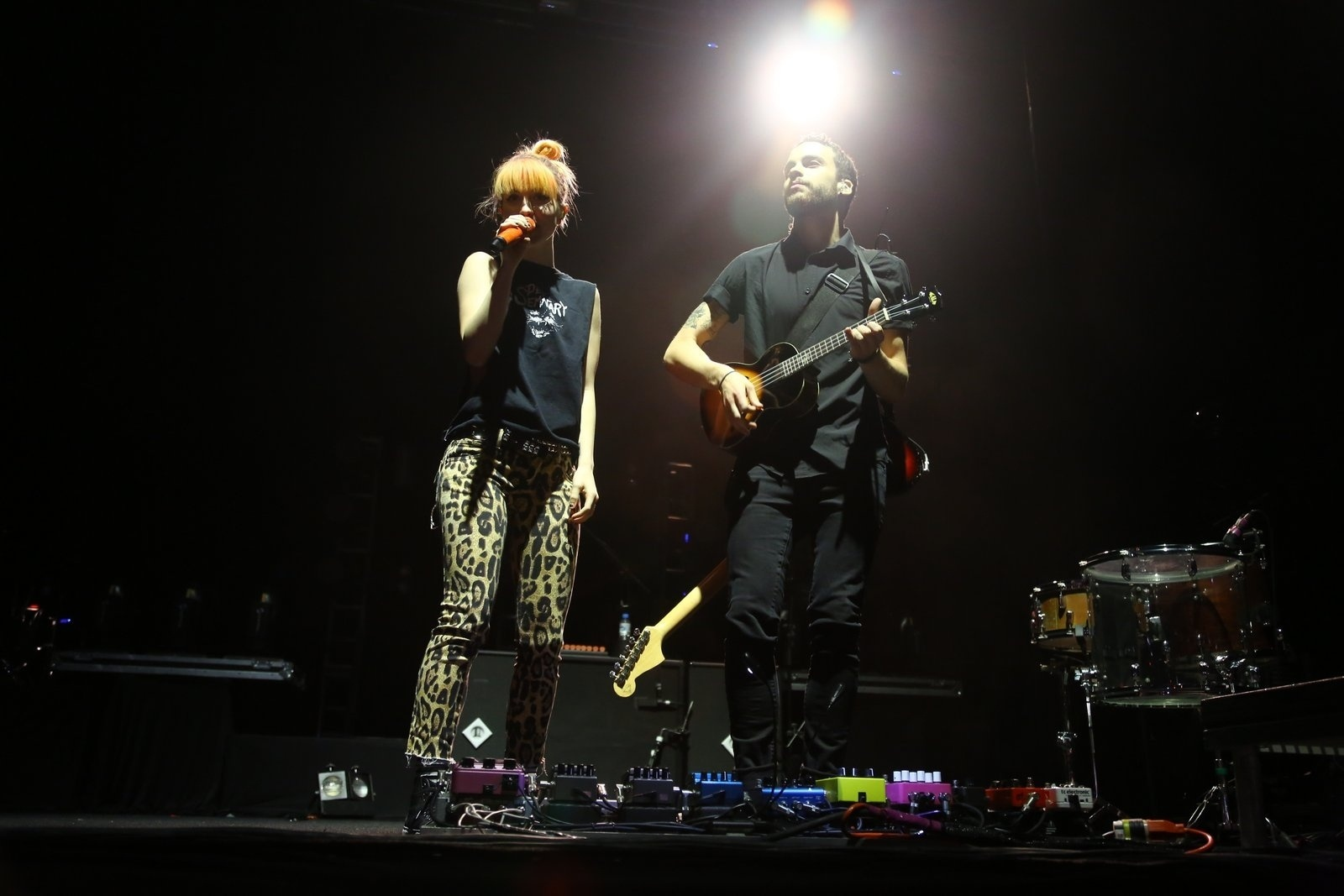 25.jul.2013 - A banda de rock Paramore se apresenta no HSBC Arena, na Barra da Tijuca, Rio de Janeiro