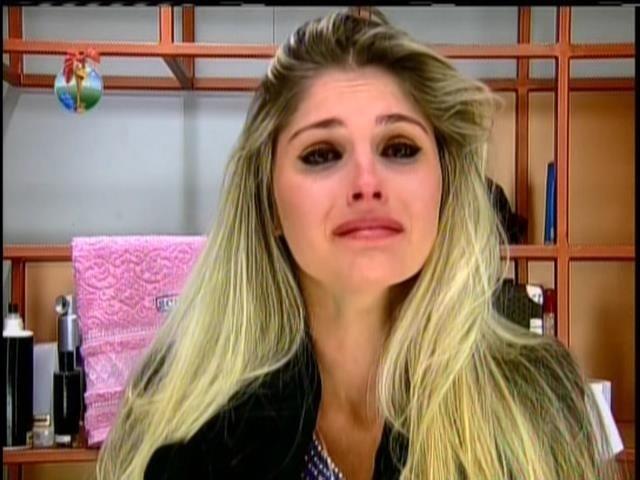 25.jul.2013 - Bárbara chora após ser ignorada por Mateus