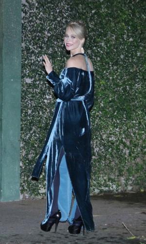 26.jul.2013 - Mariana Ximenes prestigiou o casamento de Luana Piovani e Pedro Scooby. A cerimônia aconteceu nesta sexta em uma casa de festas na zona sul do Rio