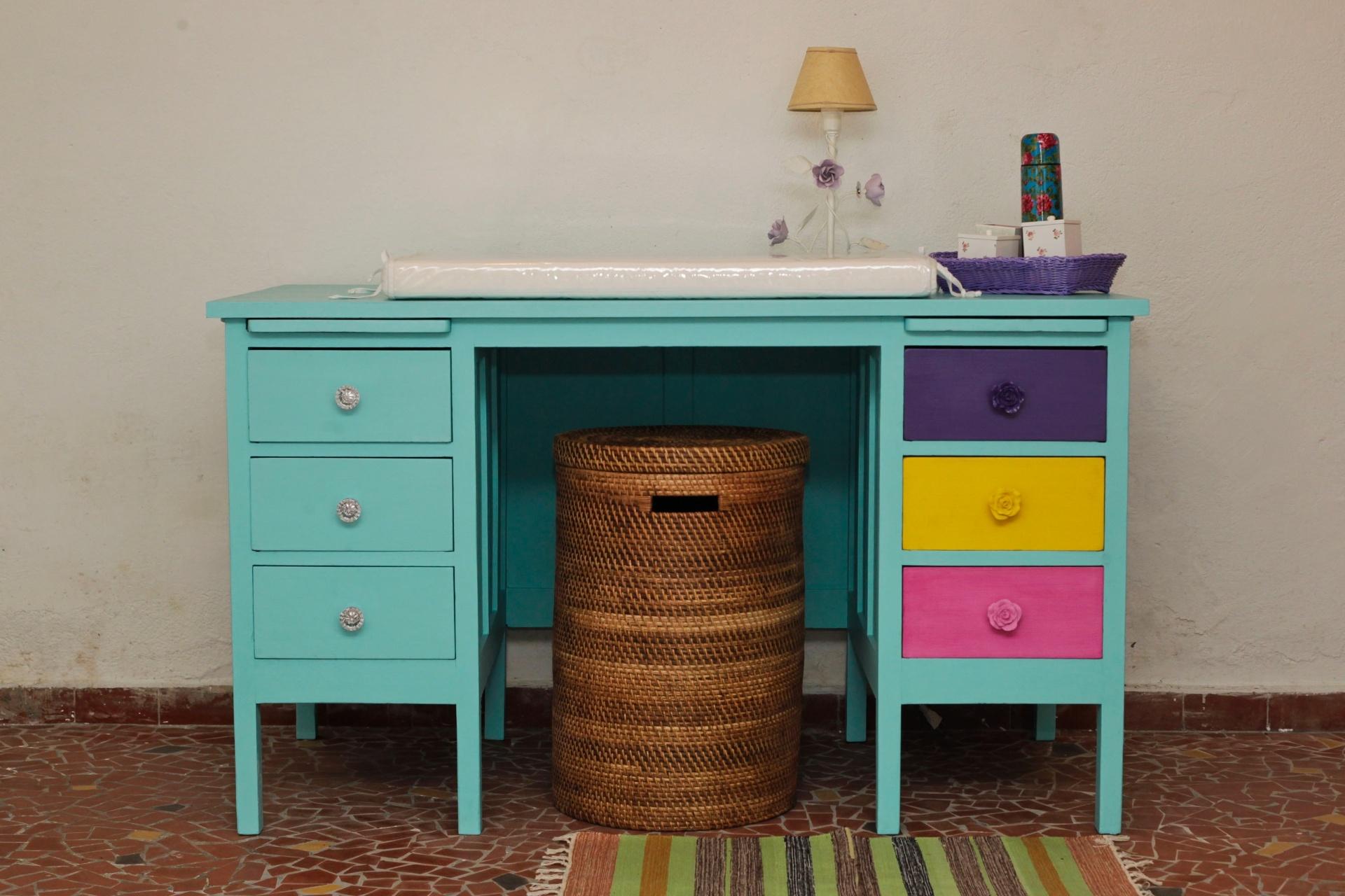 Fotos: Transforme uma escrivaninha antiga em uma cômoda para o quarto  #694028 1920x1280