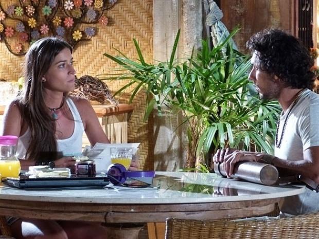 """Em """"Flor do Caribe"""", Lino se inspira em Taís para coleção e Carol fica enciumada"""