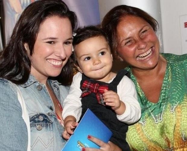 Fafá de Belém com a filha Mariana e a neta Laurinha