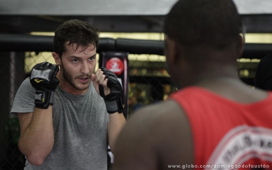 Klebber treina boxe com Edivaldo Badola